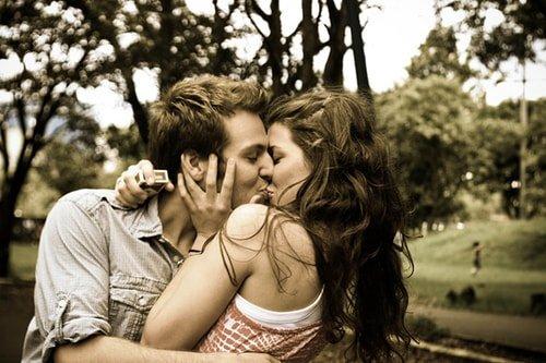 mostrando como beijar