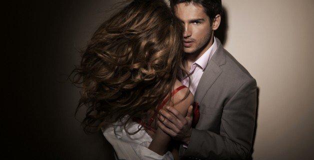 homem seduzindo mulher