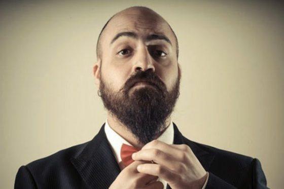 homem barbudo elegante