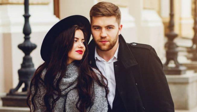 homem-atraente-conquistador-com-mulher