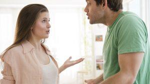 homem-mulher-brigando